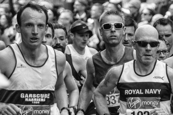 Participantes en una maratón con una motivación que les permite seguir corriendo